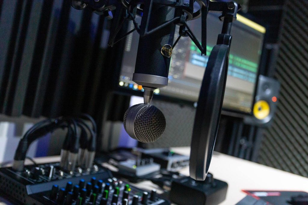 3 Ways to Differentiate Your Podcast | Green Loop Marketing